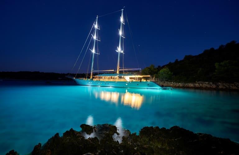 book yacht charter