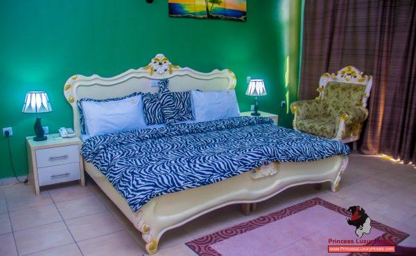 Room1 600x370 1