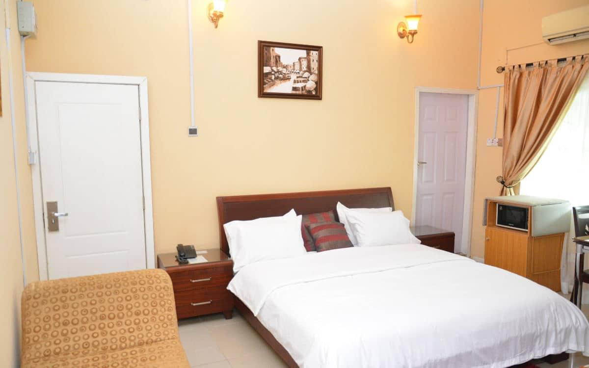 12a Bedroom 1