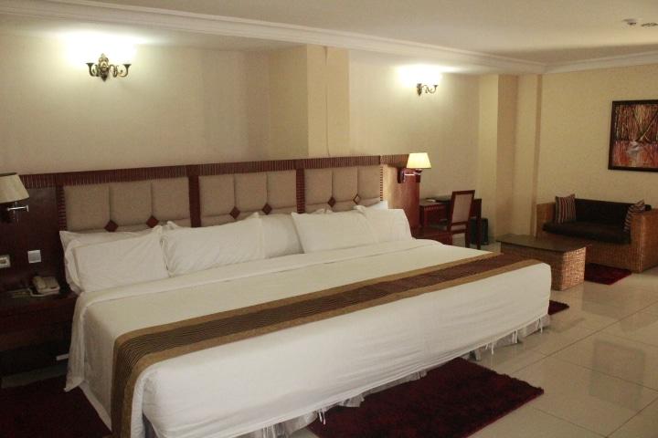 Barcelona Hotels Room1