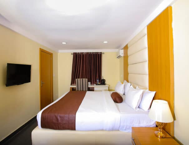 Chatuex Executive Room 1 605x465 1