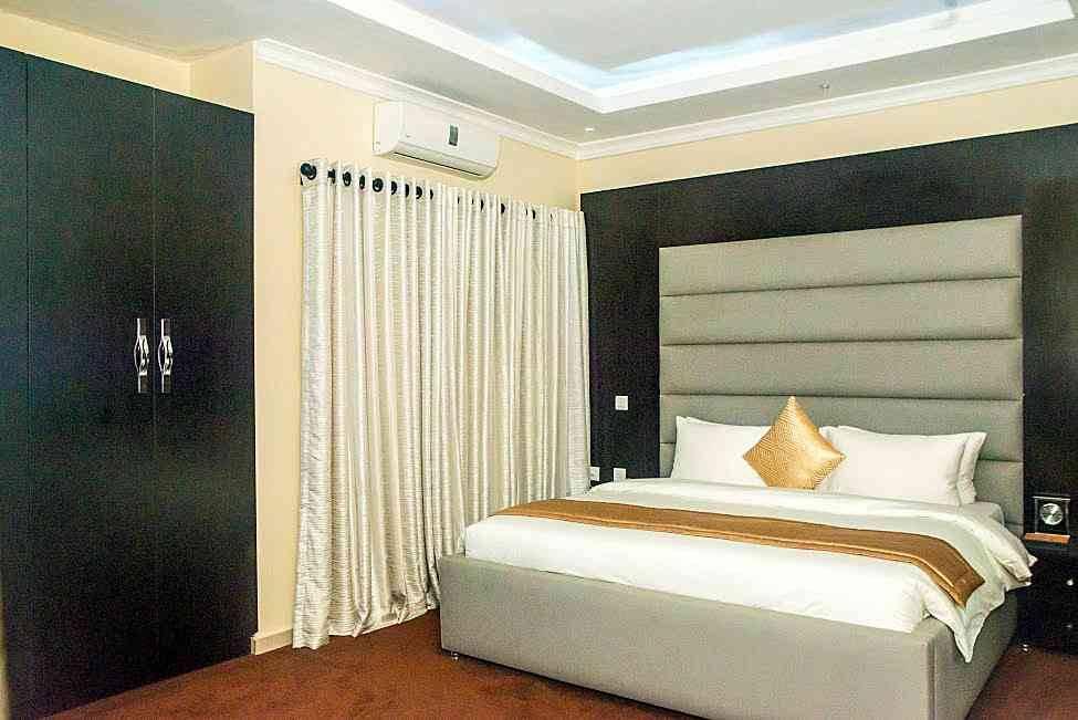 Cribville Hotel Suite 975x651 1