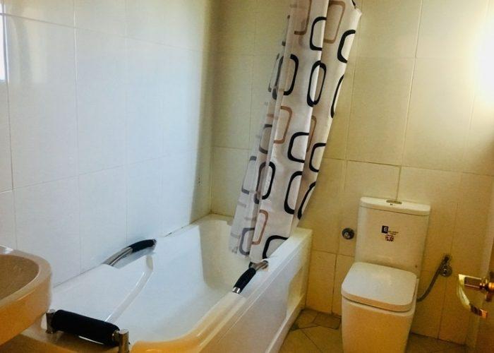 Suites Toilet 1 700x500 1