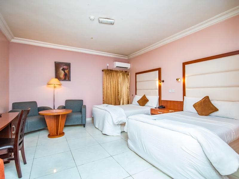 Denis Hotel00 6 2